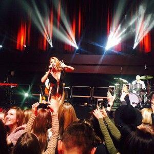 Тіна Кароль на концерті у Лондоні заспівала гімн України (ВІДЕО)