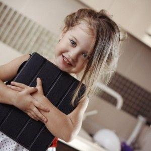 У якому віці і скільки часу дітям можна користуватися ґаджетами (ВІДЕО)