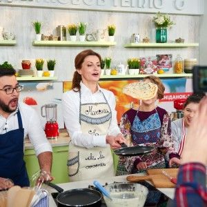 Масляна 2016: Марина Порошенко на кухні Руслана Сенічкіна розкрила секрет домашніх млинців