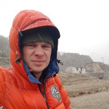 Дмитро Комаров евакуйований з Евересту та  перебуває у шпиталі