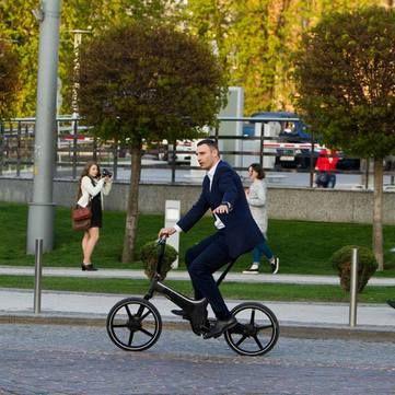 Віталій Кличко покатався Києвом на велосипеді за 4 тис. дол. (відео)