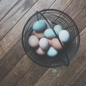 Великдень: Як безпечно фарбувати яйця