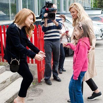 Тіна Кароль зустрілася з дівчинкою Ізабеллою з Охматдиту