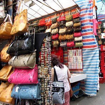 Чому українці купують підробки відомих брендів
