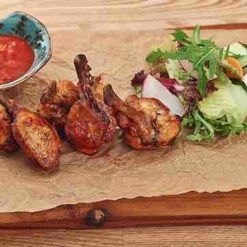 На ножах: курячі крильця барбекю від ресторатора Дмитра Борисова (рецепт)