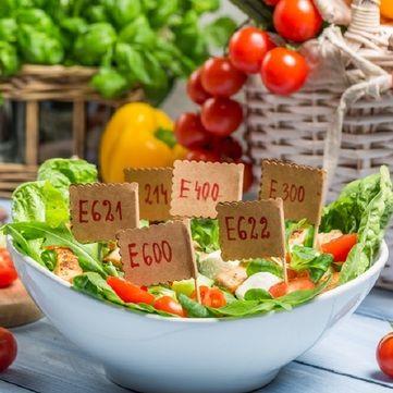Поради дієтолога: Які харчові домішки не можна вживати в їжу