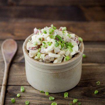 Простий рецепт французького салату із сезонних овочів і сиру