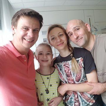 Дмитро Комаров зібрав 87 тис. євро на складне лікування 12-річної Каті Ричкової