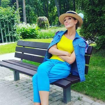 Катя Осадча показала загадкове фото зі зйомок