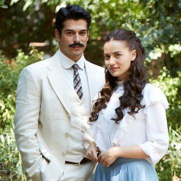 Бурак Озчивіт і Фахріє Евджен остаточно визначилися з датою весілля
