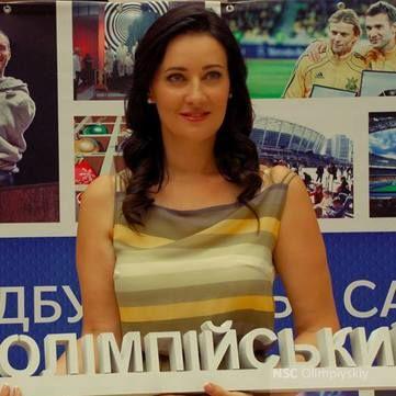 Соломія Вітвіцька подарувала свою весільну сукню музею НСК Олімпійський
