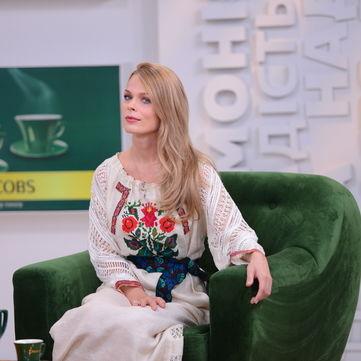 Ольга Фреймут в оригінальній вишиванці привітала Україну з Днем Незалежності