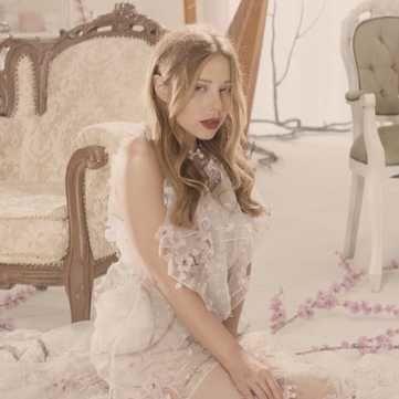 Тіна Кароль в спокусливому образі презентувала новий кліп про гріхи