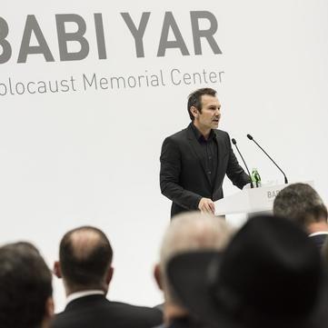 У річницю трагедії у Бабиному Яру Вакарчук поділився жахливою історією своєї родини