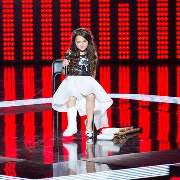 Дівчинка на милицях повернула крісло Тіни Кароль силою свого голосу