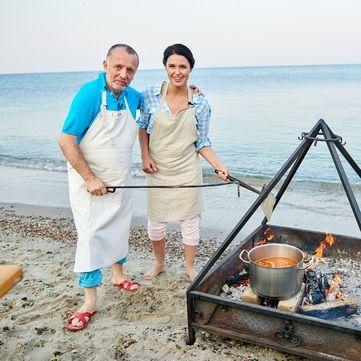 Савва Лібкін та Люда Барбір приготують французький суп «Буйабес» по-українськи