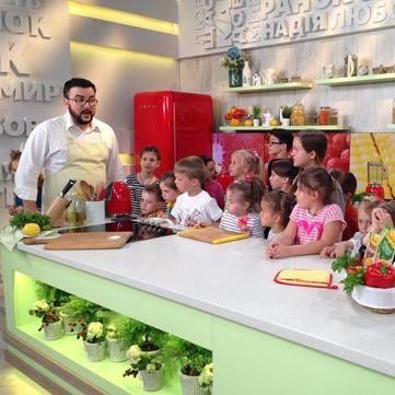 Як переконати дитину їсти овочі і фрукти: Поради дієтолога