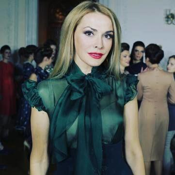 Ольга Сумська зі спокусливим декольте прикрасила обкладинку глянцю