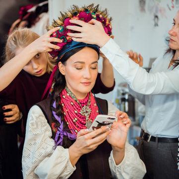 Кароль, Вітвіцька, Фреймут і Падалко приміряли національне вбрання (фото)