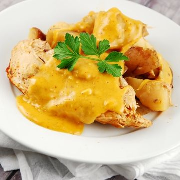 Соковите куряче філе у сирному соусі від Руслана Сенічкіна