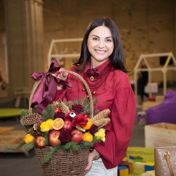 Таміла Чехович провела майстер-клас з виготовлення новорічних прикрас