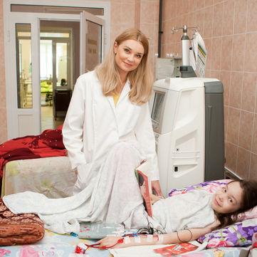 Тіна Кароль, ОЕ, Катерина Осадча та інші зірки  приєднаються до благодійного аукціону «Сніданку з 1+1»