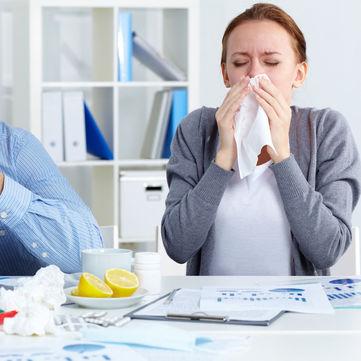 Лікар розповів, чим небезпечні краплі та спреї для носа