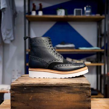 Як правильно доглядати за взуттям взимку