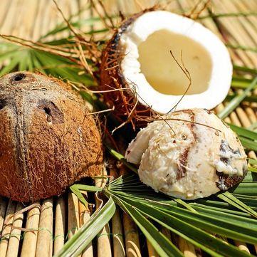 Поради косметолога: Рецепти скрабу та маски для волосся з кокосової олії