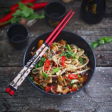 Вегетаріанські рецепти: Як приготувати рисову локшину з овочами