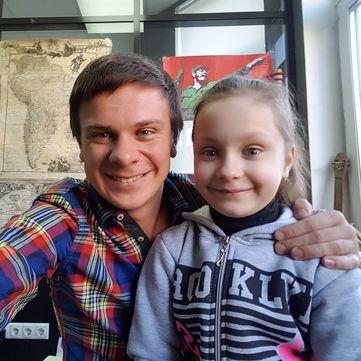 Дмитро Комаров закликає врятувати життя 7-річної дівчинки
