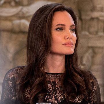 Зі сльозами на очах Анджеліна Джолі вперше прокоментувала розлучення з Бредом Піттом