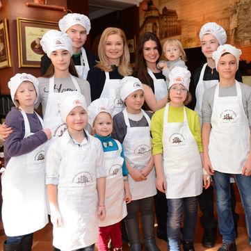 Лідія Таран та Олександра Лобода влаштували хворим дітям свято шоколаду