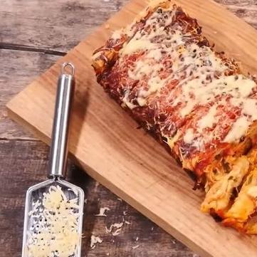 Соковитий м'ясний пиріг із сиром від Руслана Сенічкіна