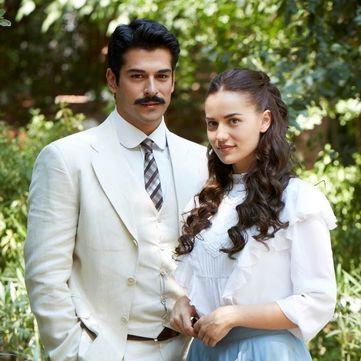 Бурак Озчівіт і Фахріє Евджен заручилися (фото)