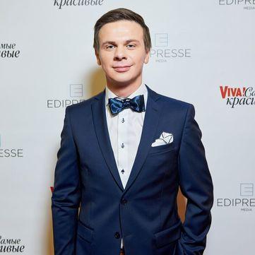 Дмитро Комаров завітав на червону доріжку «Viva!» у супроводі білявки (фото)