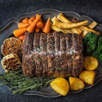 М'ясний рулет із зеленню та горіхами до Великодніх свят від Руслана Сенічкіна