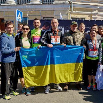 Ведучі «1+1»  та ветерани АТО взяли участь у благодійному марафоні «Переможці»