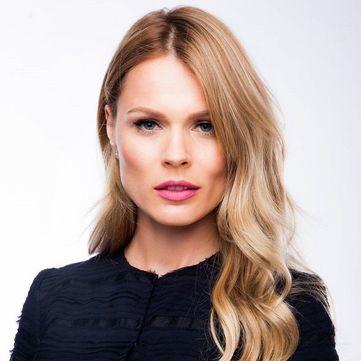 Вагітна Ольга Фреймут прийшла у школу доньки в екстравагантному вбранні