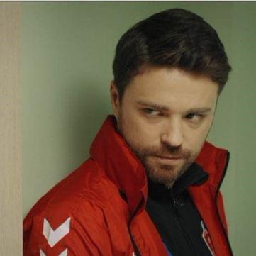 «1+1» покаже нову мелодраму з ведучим Олександром Поповым