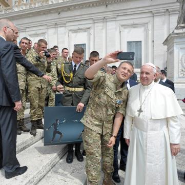 Папа Франциск зустрівся у Ватикані з українськими «Переможцями» та Соломією Вітвіцькою (відео)