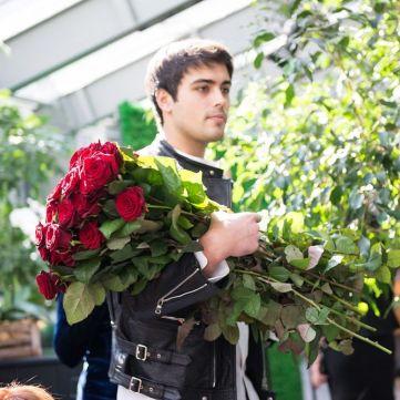 Як довше зберігати квіти у вазах: корисні підказки