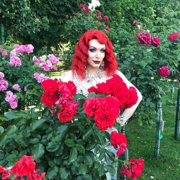 Монро на Life Ball у Відні взяла інтерв'ю у найвідоміших трансгендерів світу