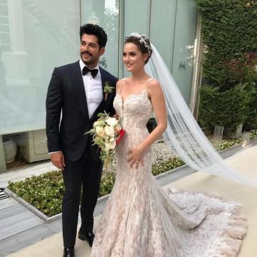 У мережі з'явилися перші світлини з неймовірного весілля Бурака Озчівіта