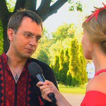 Міністр інфраструктури Володимир Омелян поскаржився, що нудиться на світських заходах, куди його витягує дружина-дизайнер