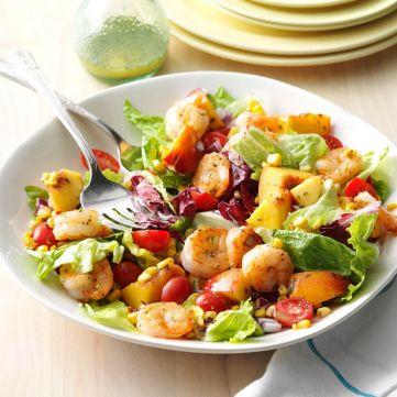 Чи всі салати – низькокалорійні: дієтолог розвіює міфи