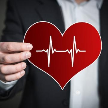 Серцевий напад улітку: хто у групі ризику та як його уникнути