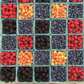 Дієтологи назвали найкориснішу ягоду цього літа