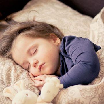 10 друзів гарного сну, що допоможуть здолати безсоння