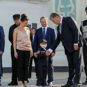 Підопічному Лідії Таран, який мріє стати поліцейським, правоохоронці Чернігівщини зібрали кошти на лікування